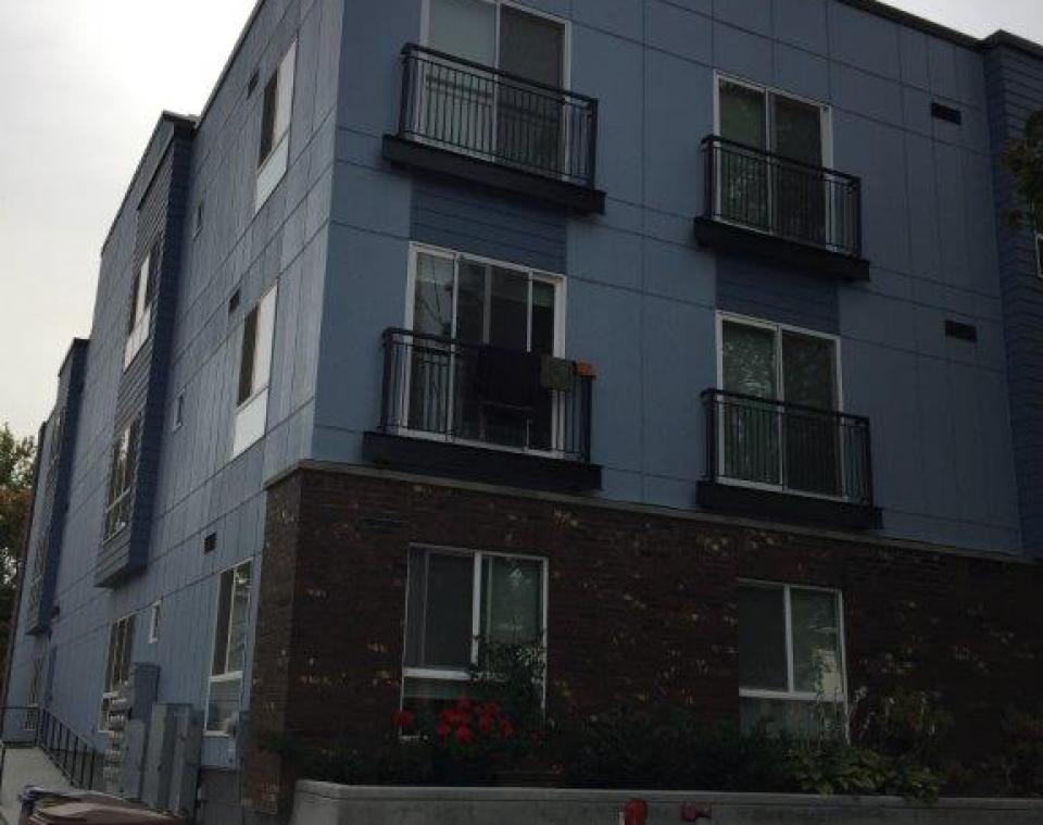 Third facade, east end