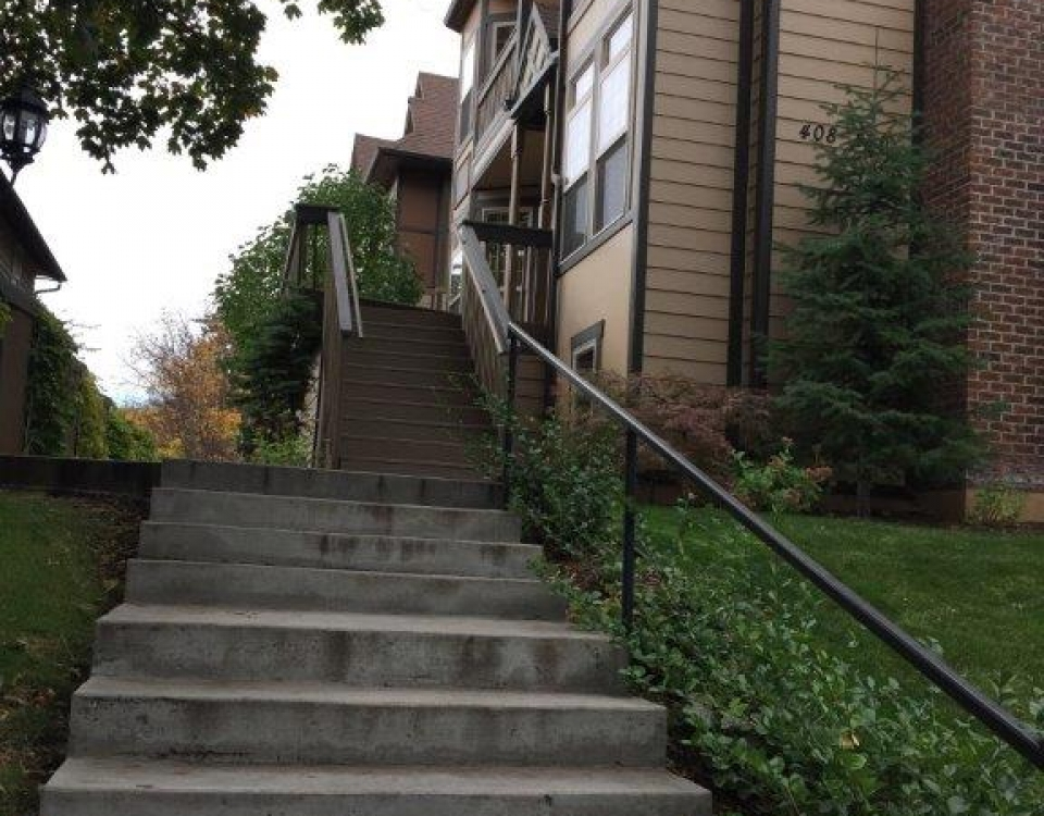 steps from Hemlock to south bujildings